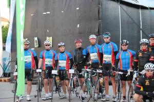 Innan start för ett antal HGIF cyklister i ett sub10 gäng tillsammans med kollegor från hedens ck (P7)
